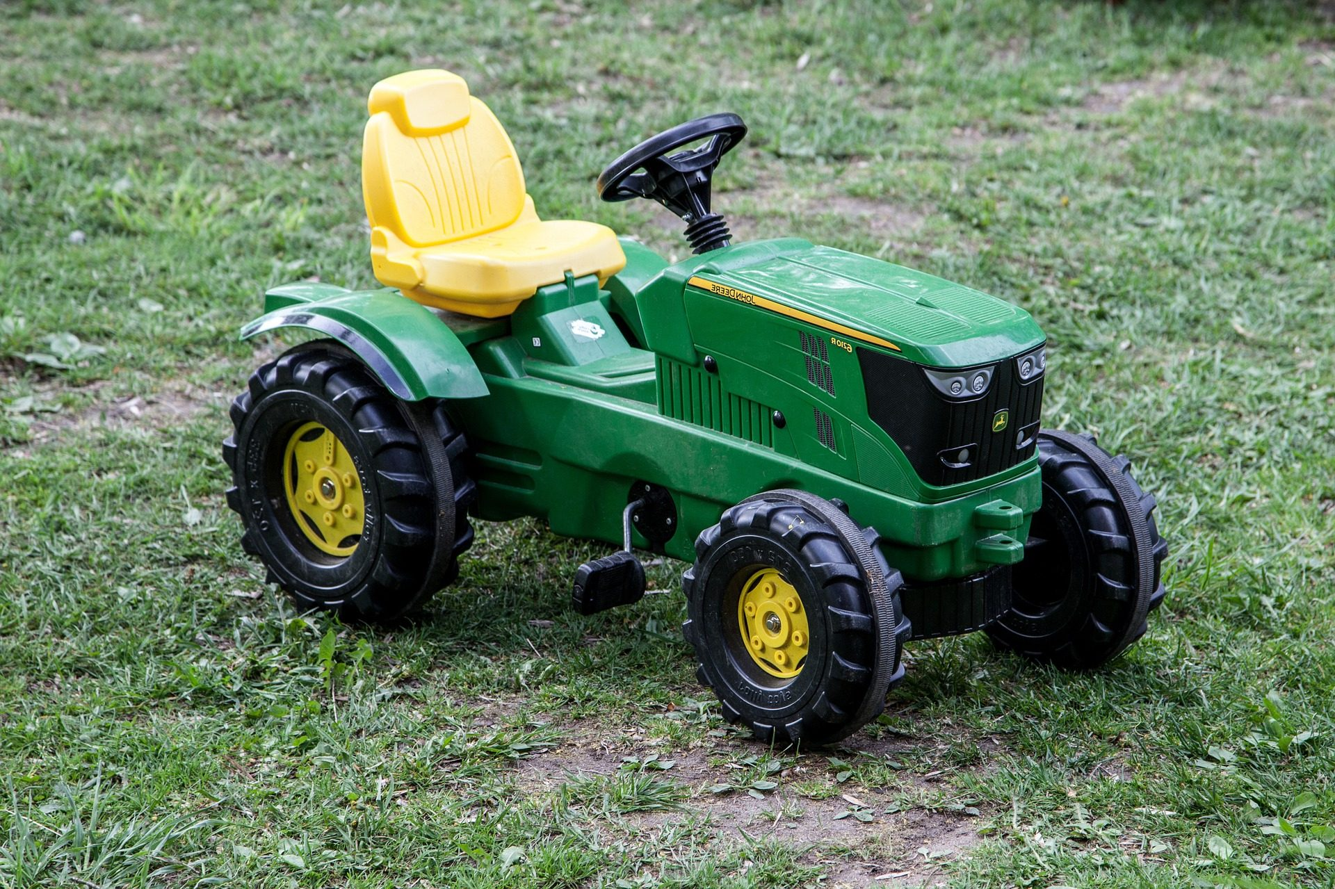 toy-tractor-1411172_1920